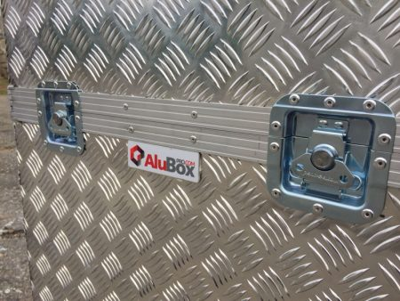 Caja de aluminio a medida con ruedas