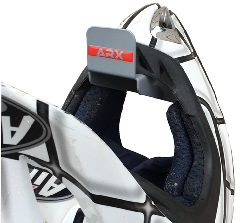 cascos de moto ordenados
