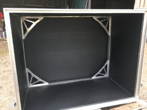 Caja de aluminio con aislamiento