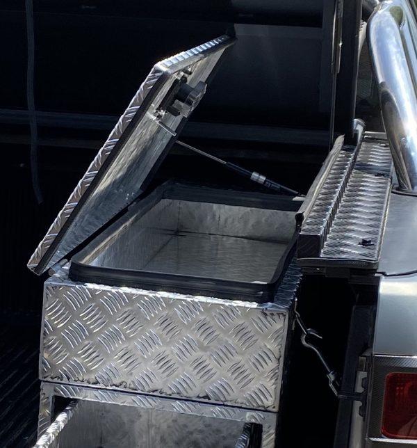 Caja de aluminio en pickup